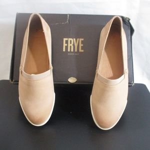 Frye Women's Melanie Slip on -- Fawn